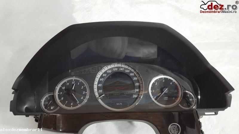 Imagine Ceasuri bord Mercedes E-Class 2010 in Ploiesti