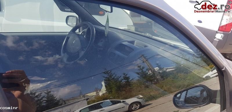 Clio Symbol Avariat In Partea Spate in Brasov