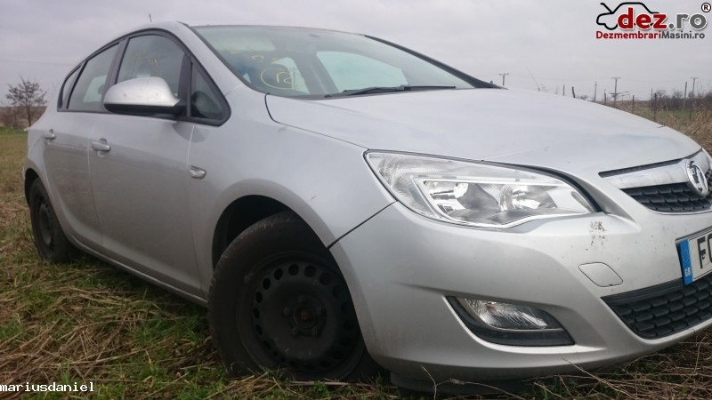 Imagine Dezmembre Opel Astra J 2011 in Craiova