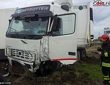 Imagine Vand Volvo FH13 Accidentat Piese Camioane